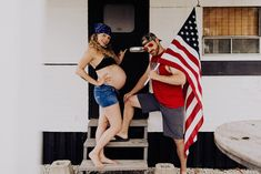 This husband and wife duo didn't go for the norm when they decided on their funny maternity photos. They concieved in a trailer and that's the theme. Pregnancy Humor, Pregnancy Photos, Funny Maternity Pictures, Usa Shirt, Cut Off Jeans, Kid Rock, Go Outside, Super Funny, Hilarious