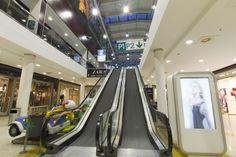 Subida a la planta de ocio #escaleras #mecánicas