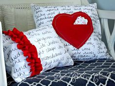 Days of Chalk and Chocolate: DIY Love Note Pillows and a Question My Funny Valentine, Valentine Day Love, Valentine Day Crafts, Holiday Crafts, Homemade Valentines, Valentine Pillow, Valentine Theme, How To Make Pillows, Diy Pillows