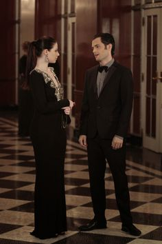 """Michelle Trachtenberg And Penn Badgley In """"Monstrous Ball"""" (S6:E5) 