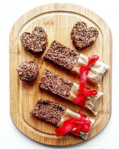 Totalne szaleństwo  batony kulki i serca MOCY w sam raz przed treningiem  tym razem z domieszką śliwek daktyli i rozpuszczonej gorzkiej czekolady z dodatkiem amarantusa  #food #foodporn #feastagram #foodbeast #bars #sweet #chocolate #snacks #healtyfood #huffposttaste #buzzfeedfood #foodie #forkyeah #delicious #feedfeed #nymag #feedfeed #cleaneats #mycosmo #me #lovefood #eeeeeats #desertporn #spoonfeed #food52 #foods #cookies #follow #runningirl #run by lifeontherun.pl