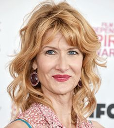 The actress Laura Dern Height Weight Bra Size Body Measurements Age Facts Family Wiki is given here. Her hair eye color, bra cup, shoe size, biography and vital statistics are listed too. Hair Color And Cut, Hair Color Blue, Blue Hair, Eye Color, Funny Christmas, Christmas Pictures, Girl Celebrities, Celebs, Kyle Maclachlan
