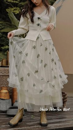English Cottage Style, Watercolor Landscape Paintings, Romantic Outfit, Parisian Style, Feminine Style, Womens Fashion, Female Fashion, Tulle, Vintage Fashion