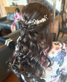 """GLAM IN VAN BEAUTY on Instagram: """"One of my favourite hairstyles to create! Especially with sparkly hair accessories. ✨ Book @glaminvan for your next event 🙌🏻"""""""