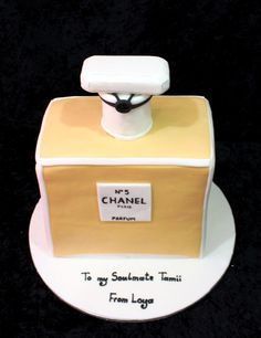 Chanel 5 parfume cake
