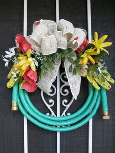 Here is a very clever idea: DIY wreath for the gardener made from a garden hose, dollar store flowers and garden gloves. Perfect to adorn a potting shed, garage door, or patio. Donna of As The Card… (patio gardens dollar stores) Wreath Crafts, Diy Wreath, Diy Crafts, Wreath Ideas, Wreaths For Front Door, Door Wreaths, Summer Wreath, 4th Of July Wreath, Spring Wreaths