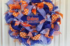 Custom professional or college sport team deco mesh wreath. University of Florida Gators wreath Florida Gators Decor Double Door Wreaths, Flip Flop Wreaths, Deco Mesh Wreaths, Wreath Crafts, Fun Crafts, Wreath Burlap, Wreath Ideas, Auburn Wreath, Alabama Wreaths