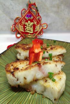 Chinese New Year Radish Cake is a delicious gluten-free Dim Sum appetizer made with diakon radish, mushrooms, cured meats, first steamed and then pan fried. Radish Recipes, Asian Recipes, Chinese Recipes, Chinese Food, Healthy Recipes, Diakon Radish Recipe, Turnip Cake, Chinese New Year Cookies, Asian Stir Fry