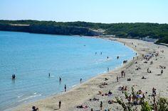Praia na costa da Península de Salento, na Puglia, Itália. O Salento é uma terra encantadora e rica em tradição, famosa por seus quilômetros de belas praias de areia fina e mar azul-turquesa.