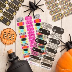 It's frightening that Halloween is just around the corner! Festive fingertips await you at