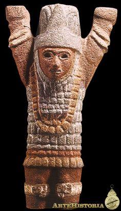 Atlante con brazos en alto. Cultura Tolteca (Xochicalco, México) Autor: Fecha: 1168 Museo: Museo Nacional de Antropología de México Características: 55 cm altura Estilo: Material: Basalto