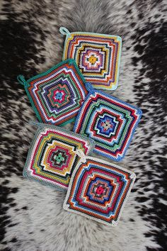 Vintage Potholders~Free Crochet Pattern. Love. Lots of opportunity for color play and using up 'little bits' stash here.