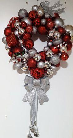 Corona navideña de bolas