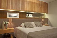 quarto de casal com nicho atras da cama