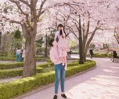 Image about girl in ulzzang🐻🤘🏽 by D. Ulzzang Couple, Ulzzang Girl, Bff, Asian Love, Korean Couple, Cute Couple Pictures, Couple Outfits, Foto Pose, Cute Couples Goals