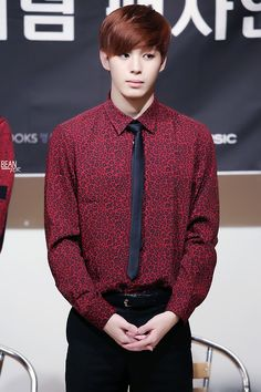 i think im attracted most to guys with broad shoulders, jin bts and hongbin vixx