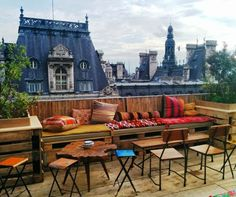 Le Perchoir - Le Perchoir – which translates as 'the roost'- is the perfect place to perch near Bastille in Paris. Take the elevator of this chic rooftop bar to the seventh floor for stunning 360-degree city views, music, and cocktails.