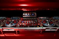 The Pioneer Platinum Limited Edition - thats the dream Digital DJ set up right there Home Studio, Nyc Entertainment, Digital Dj, Hip Hop Instrumental, Dj Setup, Pioneer Dj, Major Lazer, Dj Gear, Edm Music