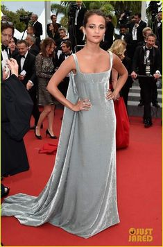 Alicia Vikander Supports Boyfriend Michael Fassbender at 'Macbeth' Cannes Premiere!: Photo Alicia Vikander looks stunning while walking the red carpet at the premiere of Macbeth during the 2015 Cannes Film Festival on Saturday evening (May in Cannes,… Valentino Couture, Valentino Dress, Hollywood Fashion, Diva Fashion, Fashion Outfits, Fashion 2015, Celebrity Red Carpet, Celebrity Style, Glamour