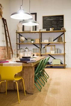 DIY table n mixed chairs. Wooden bakers rack subs as a bookshelves Diy Dining Room Table, Kitchen Dining, Diy Table, Cafe Interior, Interior And Exterior, Fresco, Dining Room Inspiration, Interior Decorating, Interior Design
