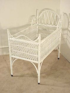 Real Antique Wicker Crib - home me Old Wicker, Wicker Chairs, White Wicker, Wicker Furniture, Baby Furniture, Antique Crib, Antique Toys, Prams For Sale, Baby Basinets