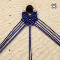 Tutorial: Blue step beaded earring – Macramotiv Macrame Earrings Tutorial, Earring Tutorial, Beaded Earrings, Crochet Necklace, Crochet Collar, Bead Earrings, Pearl Earrings