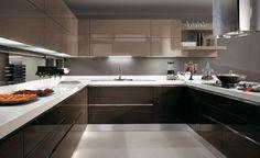 Ventajas de poner muebles marrones en la cocina. Uno de los ingredientes más necesarios a la hora de cocinar y preparar cualquier plato es el estar cómod...