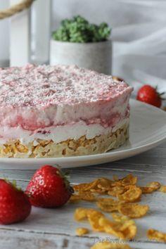 Erdbeer-Kokos-Kuchendessert mit Crispy-Erlebnis! Knusper, knusper Knäuschen, wer knuspert…. ja wer möchte denn? Ein tolles, leichtes Erdbeer-Kokos-No-baking-Knusper-Dessert in Kuchenform. Ge…