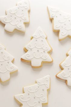 Christmas Tree Cookies. These are decorated so pretty and elegantly. Perfect for a holiday party or get together! #christmas #tree #cookies #white #decorated #elegant #classy