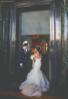 How To Look Your Best On Your Wedding Day. Photo by petramafalda On your big day, all eyes will be on you so you definitely want to look your best. If you can do your own makeup flawlessly then this Wedding Goals, Our Wedding, Dream Wedding, Weeding Planner, Rever Mariage, Photo Couple, Marry You, Wedding Wishes, Photomontage