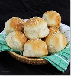 Gizi-receptjei.  Várok mindenkit.: Tejes zsemle tortaformában sütve. Hamburger, Bread, Food, Meal, Brot, Eten, Hamburgers, Breads, Meals