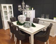 RUUTU-pöytä, STELLA-tuolit ja APILA-senkki Vantaan Porttipuiston myymälässä. #sisustusidea #sisustaminen #sisustusinspiraatio #askohuonekalut #sisustusidea #sisustusideat