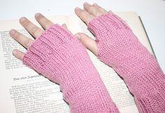 HANDSTULPEN rosa stulpen fingerless gloves knitted gloves mit Daumenloch gestrickt von Handmade Erzgebirge auf DaWanda.com