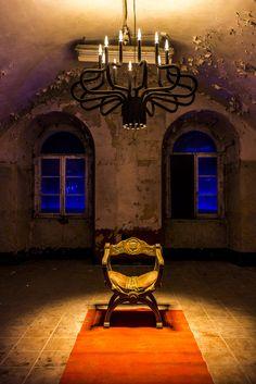 KING GEORGE upside down @LEDEMOTIONS #lighting #design #chandelier