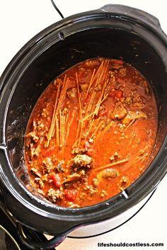 CrockPot Spaghetti Crock Pot Slow Cooker, Crock Pot Cooking, Slow Cooker Recipes, Beef Recipes, Cooking Recipes, Healthy Recipes, Crockpot Meals, Crock Pots, Spaghetti