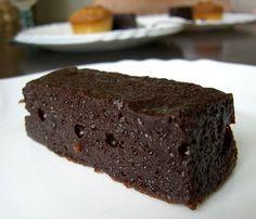 Tout est dans le titre, ou presque : voici le meilleur gâteau (fondant ?) au chocolat que j'aie mangé, de ma vie entière. J'adore les gâteau...