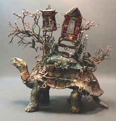 O mundo animal, vegetal e o universo da fantasia se unem em lindas esculturas surrealistas