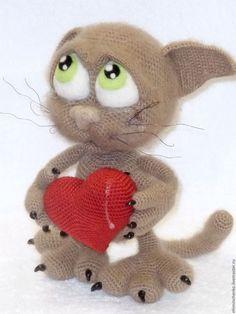 Купить Вязанная интерьерная игрушка Влюблённый Кот Басик - светло-коричневый, кот, котенок игрушка