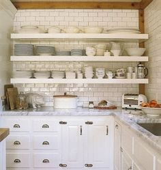 Love this ceiling white kitchen cabinets, marble countertops, subway tiles backsplash, open shelving // Exceptional Home Des. Clever Kitchen Storage, Kitchen Shelves, Kitchen Tiles, New Kitchen, Kitchen Dining, Kitchen Decor, Kitchen Cabinets, White Cabinets, Kitchen Small