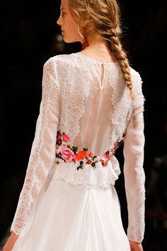 The Bride's Dress - Alberta Ferretti Spring 2014 RTW - Details - Fashion Week - Runway, Fashion Shows and Collections - Vogue.com / The MARTHA'S VINEYARD Wedding