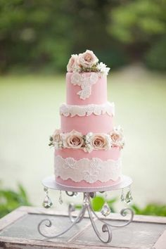 A pink shabby chic wedding cake we love! {Greer G Photography}