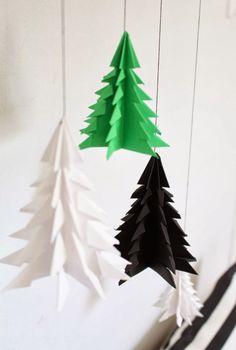 Paperin tulee olla neliön muotoinen. Taittele paperia niin, että neliöön muodostuu neljä taitosta: kulmasta kulmaan, toisesta kulmasta toise...