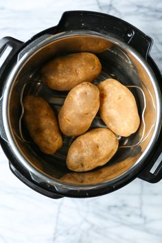 Instant Pot Baked Potato - The most foolproof way to make baked potatoes! Fluffy, fork-tender insides with super golden, crisp skin in just half the time! Rice Cooker Recipes, Pressure Cooker Recipes, Pressure Cooking, Slow Cooker, Best Instant Pot Recipe, Instant Pot Dinner Recipes, Damn Delicious Recipes, Vegetarian Recipes, My Favorite Food