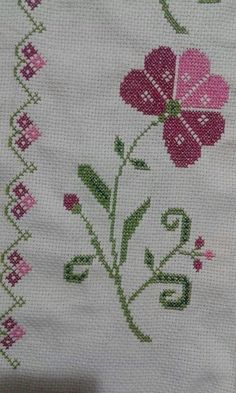 This Pin was discovered by Eli Simple Cross Stitch, Cross Stitch Flowers, Cross Stitch Designs, Cross Stitch Patterns, Cross Stitching, Cross Stitch Embroidery, Diy Bordados, Palestinian Embroidery, Prayer Rug