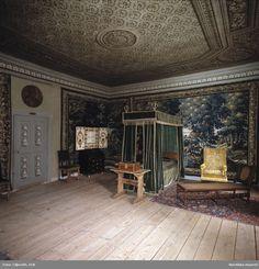 Gripsholms Slott. Sängkammare i drottningsflygeln. Vävda skogstapeter. @ DigitaltMuseum.se