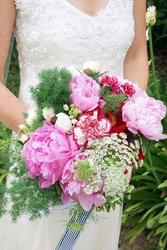 Bright beauties | Photography: SugarLove Weddings - sugarloveweddings.com Read More: http://www.stylemepretty.com/australia-weddings/2015/04/23/vintage-chic-spring-wedding-in-sydney/