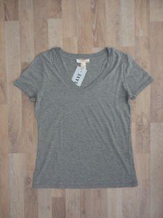 Remera gris jaspeado, escote en V #Forever21 #SinUso #ModaSustentable. Compra esta prenda en www.saveweb.com.ar!