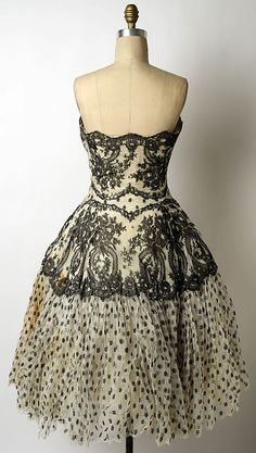 Silk evening dress by Antonio del Castillo (Spanish, for Lanvin-Castillo (French, active The Metropolitan Museum of Art 50s Dresses, Formal Dresses, 1960 Dress, Jeanne Lanvin, Designer Evening Dresses, Costume Institute, Period Costumes, Vintage Gowns, House Dress