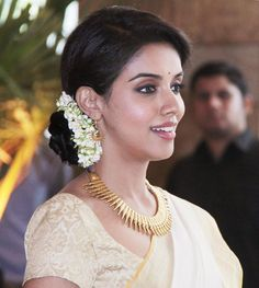 Asin Thottumkal: Asin at Riteish - Genelia wedding South Indian Weddings, South Indian Bride, South Indian Actress, Beautiful Girl Indian, Most Beautiful Indian Actress, Beautiful Saree, Bridal Hairstyle Indian Wedding, Wedding Hairstyles, Saree Hairstyles