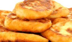 Пухкави мекици - Рецепта. Как да приготвим Пухкави мекици. Смесете сухите продукти в голяма ку... Bulgarian Food, Bulgarian Recipes, Healthy Foods, Healthy Recipes, Salts, The Dish, Stew, Food To Make, Menu